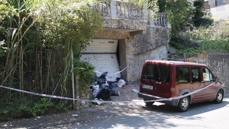 Imatge de l'exterior del garatge on van ser localitzats els dos cadàvers