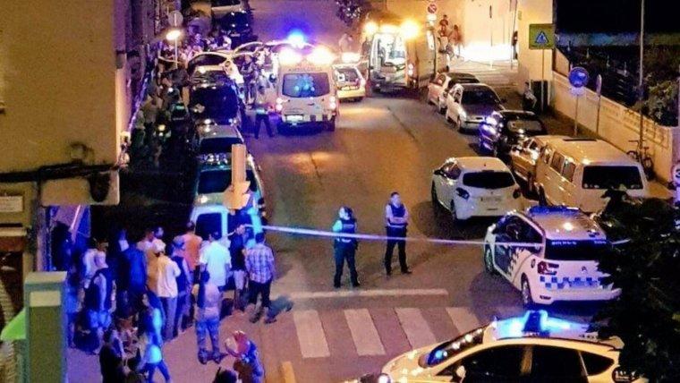 Els dos homes s'han barallat davant d'un bar del carrer del Doctor Ferran, a Salt, en plena festa major.