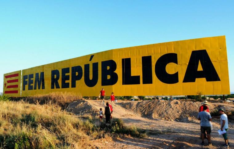 Mural inicial de la tanca publicitària.