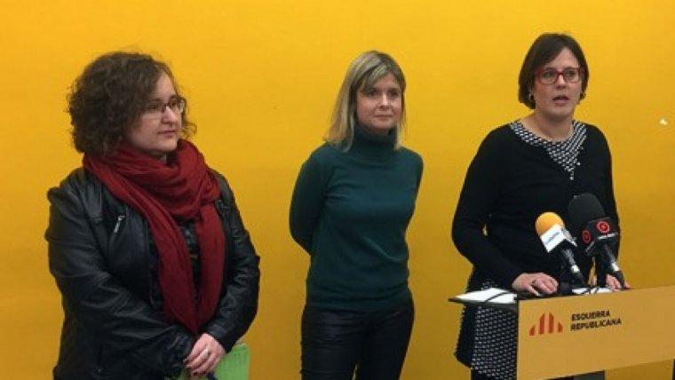 Montserrat Flores (regidora), Noemí Llauradó (portaveu municipal) i Ester Alberich (presidenta local) en una imatge d'arxiu