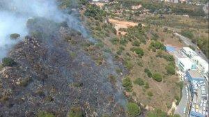 Cremen 2,5 hectàrees de vegetació al turó d'en Boscà, a una zona pròxima a l'Hospital de Can Roti