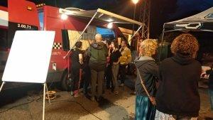 Efectius dels Bombers i voluntaris a Riudaura, on s'ha iniciat la cerca dels quatre joves.