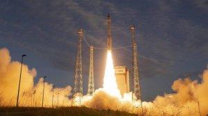 El coet Vega s'enlaira amb el satèl·lit Aeolus aquesta passada nit des de la Guayana Francesa