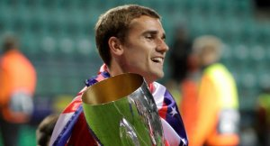 Griezmann celebra el títol de la Supercopa d'Europa aconseguit contra el Reial Madrid.