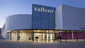 Imagen de la entrada del centro comercial Vallsur de Valladolid.