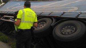 Imagen del camión accidentado en Navarra