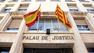 Imatge de la façana d'entrada a l'Audiència de Tarragona