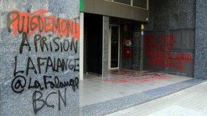 Imatge de les pintades que han aparegut a la porta del Consolat de Bèlgica a Barcelona