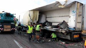 Imatge d'un dels camions accidents a l'A-2 en què un reusenc ha perdut la vida.