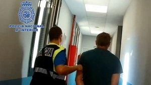 La Dirección General de Policía en Madrid detiene a un hombre.