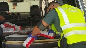 La Guàrdia Civil confisca prop de 3.200 paquets de tabac entre l'Aeroport i el Port de València