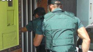 La Guàrdia Civil procedeix contra una persona que s'atrinxera en el seu habitatge amb un arma blanca a Carcaixent