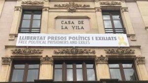 L'Ajuntament de Valls ja torna a tenir la pancarta al consistori