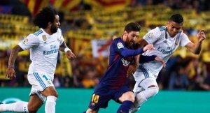 Lionel Messi lluita una pilota amb Casemiro i Marcelo.