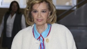 María Teresa Campos, saliendo del hospital