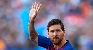 Messi saluda els aficionats del Barça abans del Gamper.