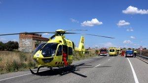 Un helicòpter medicalitzat i diverses dotacions del SEm, dels Mossos i dels Bombers al lloc de l'accident