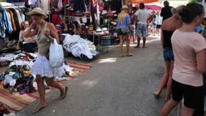 Una imatge d'arxiu del mercat setmanal que se celebra cada dimarts a Torredembarra.