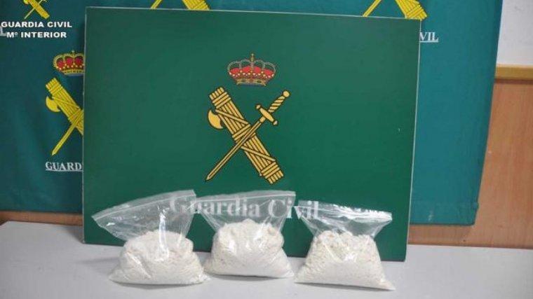 Cocaïna trobada a l'interior d'un baix elèctric en l'aeroport del Prat