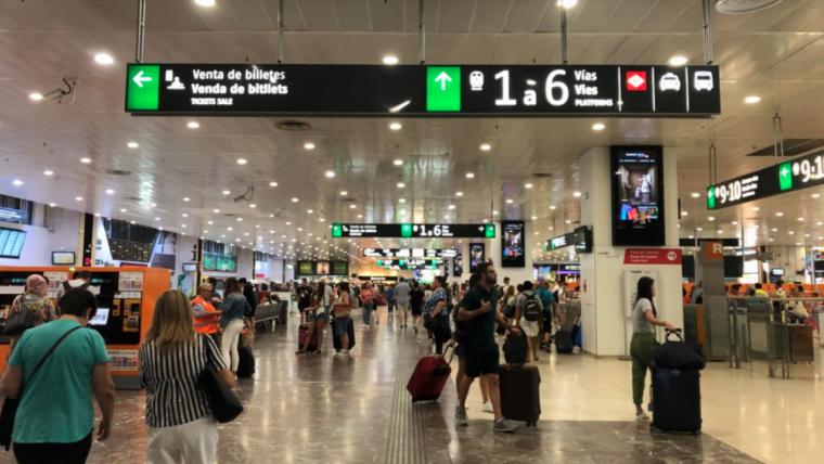 Imatge d'arxiu de l'entrada a l'estació de Sants de Barcelona.