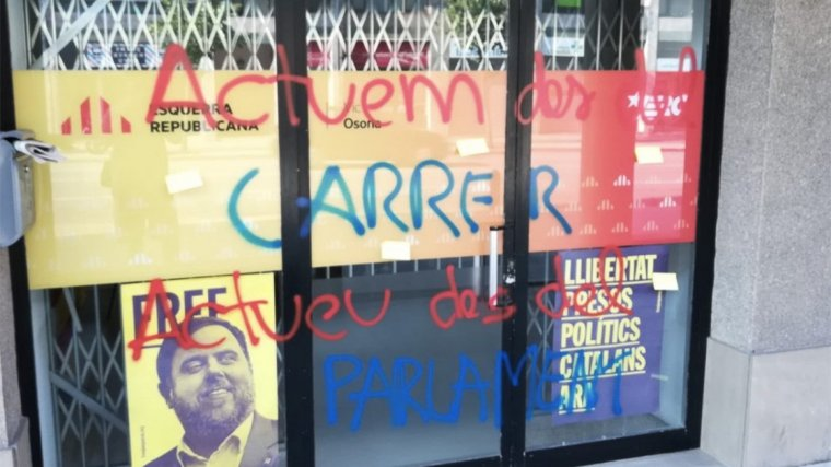Imatge de les pintades a la seu d'ERC a Vic