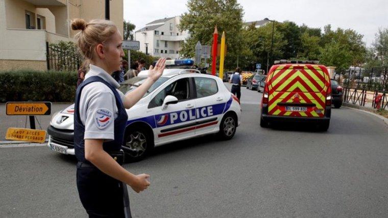 Les autoritats franceses han demanat no apropar-se a la zona on ha tingut lloc l'apunyalament