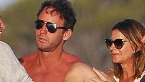 Álvaro Muñoz Escassi en vacaciones con Carmen Matutes, en Ibiza.