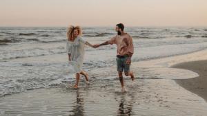 Azahara y Juanma se comprometieron de matrimonio en Instagram.