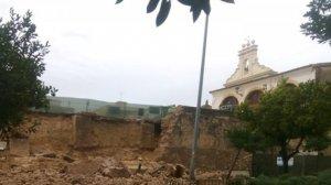 Cau part del mur del Pati de les Sitges de Burjassot per les fortes pluges