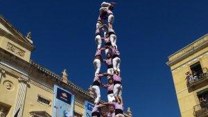 Detall del 3 de 10 amb folre i manilles que ha coronat la Colla Jove Xiquets de Tarragona.