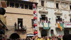 El 2 de 8 sense folre que ha descarregat la Colla Joves Xiquets de Valls a la Diada de Sant Fèlix.