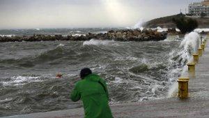 El temporal està alterant molt el mar a les costes de Grècia