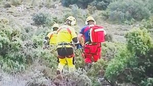 Els bombers rescatant els senderistes