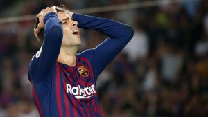 Gerard Piqué es lamenta després d'una ocasió fallada davant el Girona