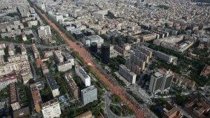 Imatge aèria de la Diagonal de Barcelona durant la manifestació.