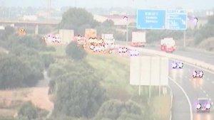Imatge de la retenció a l'AP-7 provocada per l'accident d'un motorista a l'altura de Constantí.
