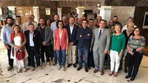 Imatge de la visita a Marta Rovira de Camí Mendoza i altres alcaldes catalans a Ginebra.