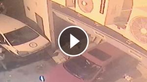 Imatge del cotxe robat que han encastat contra la botiga de roba de Sitges.