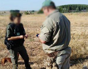 Imatge del moment de la denúncia a un dels caçadors