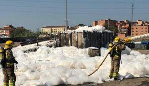 Imatge dels bombers treballant en l'incendi