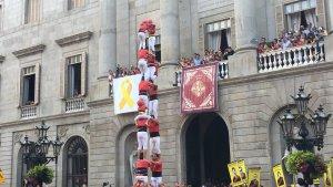 Intent desmuntat de 2de8 sense folre de la Colla Joves Xiquets de Valls a la Mercè