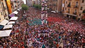La plaça de la Font espectacular per la Diada Castellera de Santa Tecla.