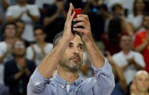 Navarro, homenatjat durant un partit de la selecció espanyola de bàsquet.