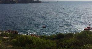 Rescatan una embarcación con nueve personas a bordo que se hundía en Ibiza