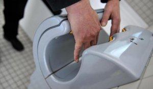Secador de manos de un baño público