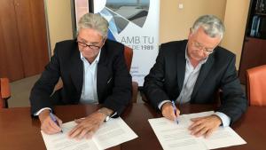 Signatura del conveni entre el director gerent del CAT i el president de la Comunitat General de Regants