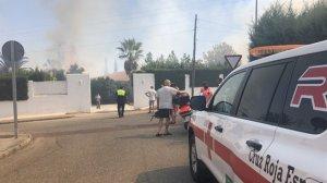 Tres personas afectadas en un incendio de pastos declarado en Badajoz