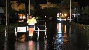 Una de les avingudes de Moncofa inundada anit