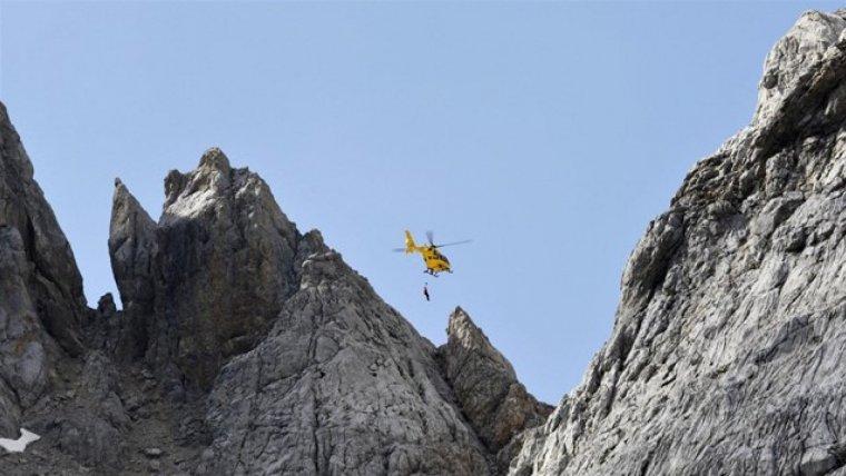 Imagen del helicóptero del SEPA en el rescate del hombre