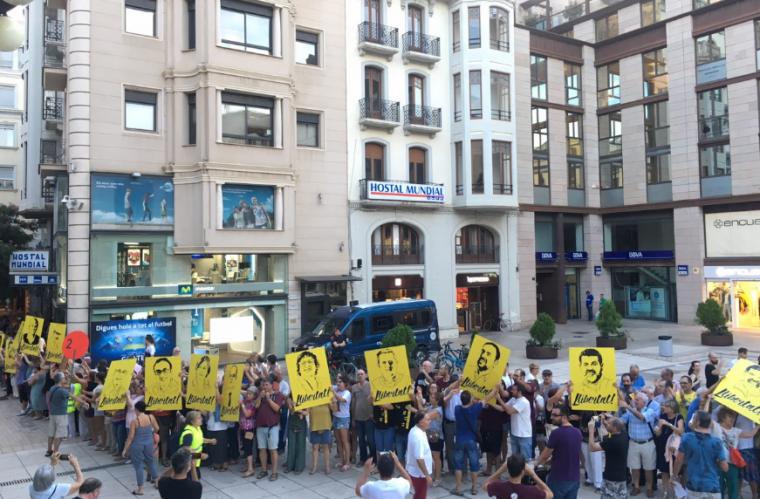 Imatge de la cadena a la plaça Sant Joan